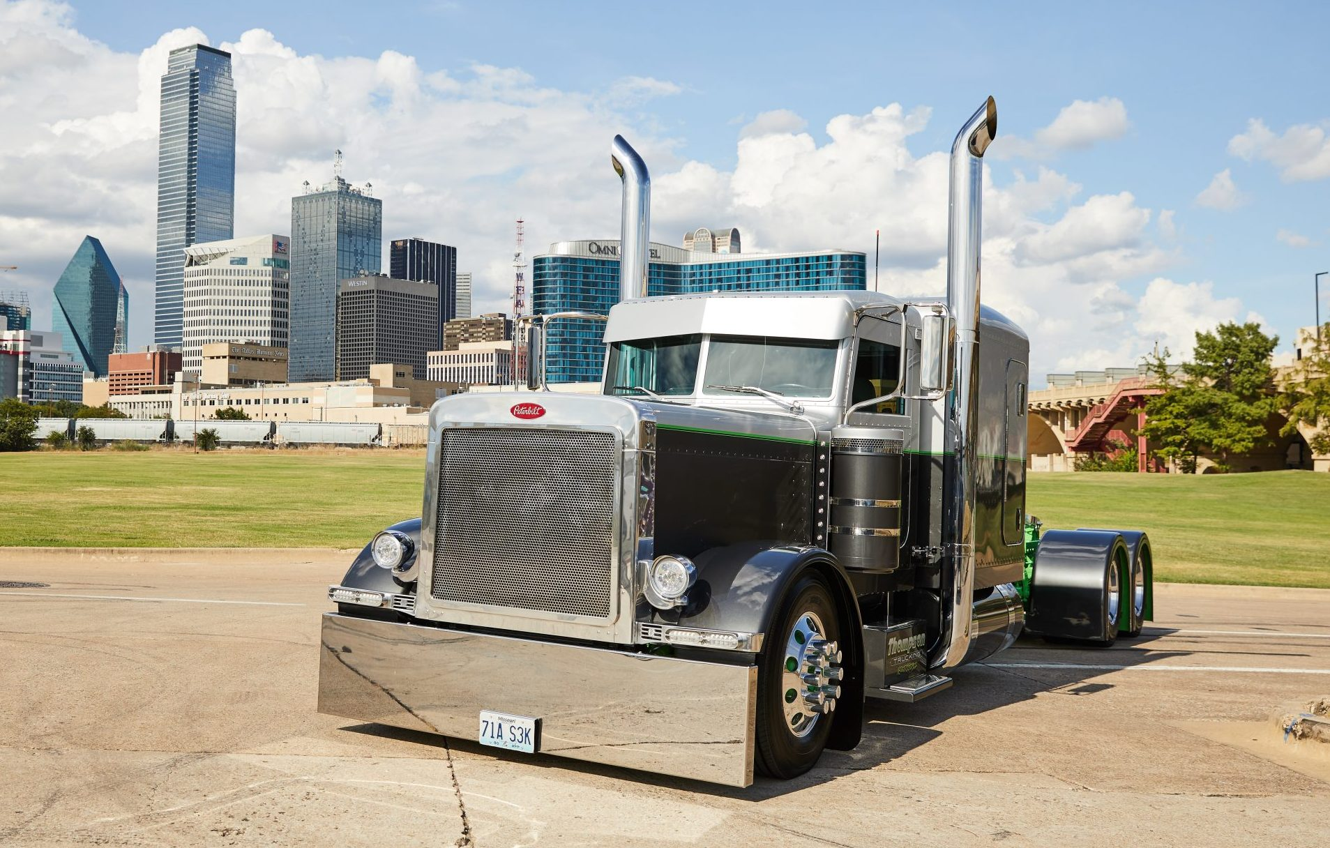 Ray and Cory Thompson's 2000 Peterbilt 379